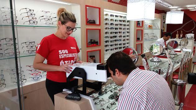 23807d81f6f77 Nara Thier Consultoria Estratégica    Ótica Diniz faz teste de visão  gratuito